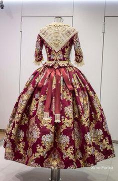 Indumentaria valenciana Old Fashion Dresses, Old Dresses, Hijab Fashion, Fashion Outfits, Womens Fashion, 1700s Dresses, Rococo Fashion, Princess Costumes, Folk Costume