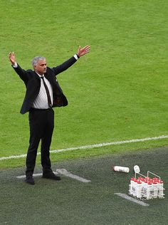 Manager of Manchester United Jose Mourinho celebrates after winning The FA Community Shield match between Leicester City and…