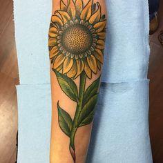 Sun flower on a walkin from today #tattoos #tattoo #sunflowertattoo #sunflower #hopelessink