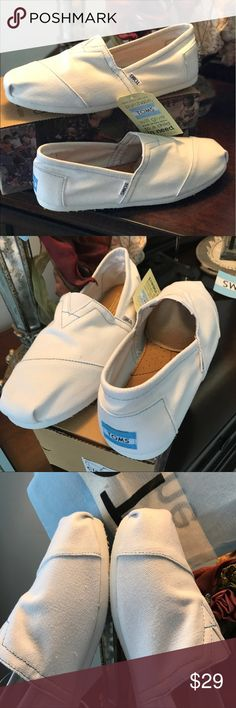Toms Classics White Canvas size 10 Toms Classics White Canvas women's size 10 new in box. Here is the deal:These are women's size 10 shoes BUT the reason that we are able to offer them at such a great price is because there is a packaging flaw. The tag on the shoe and the label on the box indicate that these are a men's size 10...but they are a women's size 10. We have both in our closet, and they are clearly two different sizes. We have measured & compared. . If you have any questions, fire…