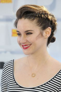 Part bouffant, part Dutch braid, Shailene's blue carpet style was every bit as inspiring as her speech!