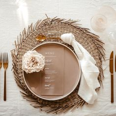 Beautiful minimal, clean and elegant wedding table setting with blush florals, gold clutter, off white napkins, pink glasses and acrylic wedding menu. Wedding dinner inspiration table setting for all who like modern style! Wedding Dinner, Wedding Menu, Dinner Menu, Dinner Table, Elegant Wedding, Boho Wedding, Wedding Parties, Wedding Invitations, Nontraditional Wedding