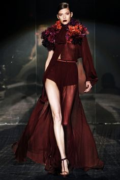See all the Collection photos from Gucci Autumn/Winter 2011 Ready-To-Wear now on British Vogue Couture Mode, Style Couture, Couture Fashion, Love Fashion, High Fashion, Fashion Show, Fashion Design, Fashion Killa, Fashion Ideas
