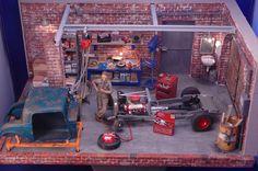 un type travaillant sur la restauration de son véhicule