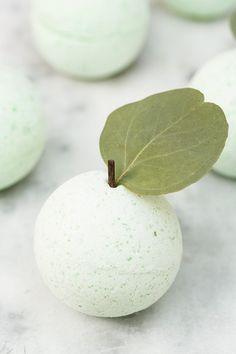 DIY Green Apple Bath Bombs // Bath Fizzes // Crafts
