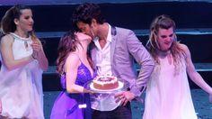 Lali Espósito le cantó el feliz cumpleaños a Mariano Martínez al cierre del show de Esperanza Mía en el Luna Park.