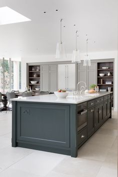 Haus bauen Country House Project, Hampshire - Luxury Bespoke Kitchen - Humphrey Munson Bed rugs and Luxury Kitchen Design, Best Kitchen Designs, Luxury Kitchens, Interior Design Kitchen, Home Kitchens, Interior Modern, Modern Country Kitchens, Tuscan Kitchens, Kitchen Country