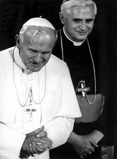 love these men! 2 saints! Paul 2, Pope John Paul Ii, Catholic Saints, Roman Catholic, Papa Juan Pablo Ii, Juan Xxiii, Christ Tattoo, Saint Chapelle, Pope Benedict Xvi