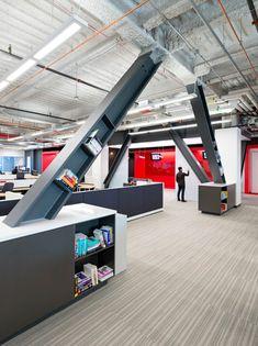 Schon Moderne Büroeinrichtung Mit Roten Farbakzenten Vom Blitz Design Studio