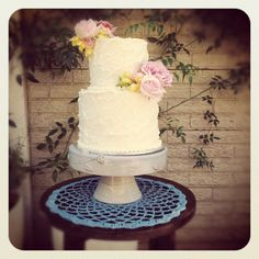 2 Tier Vintage Wedding Cake. Palette knifed with White Chocolate Buttercream.
