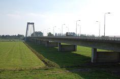 """De verbinding met """"de rest van Brabant"""": De brug over de Bergsche Maas tussen Heusden en Wijk en Aalburg"""