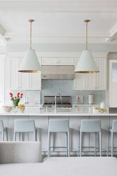 White and grey with gold accents kitchen | Daily Dream Decor #modernkitchen #sleekkitchen #whitewalls