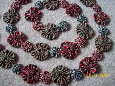 I just finished this Christmas Homespun Yo Yo Garland. I made it from new 100% cotton homespun fabric. The colors are a mix of green, red, and tan