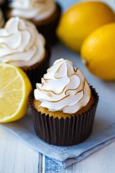 Lemon Vanilla Cupcakes with Lemon Meringue Frosting Marshmallow Frosting Recipes, Meringue Frosting, Cupcake Recipes, Cupcake Cakes, Dessert Recipes, Frosting Tips, Lemon Desserts, Lemon Recipes, Just Desserts