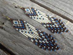 Piquants de porc-épic, boucles d'oreilles perlées avec franges. Amérindien. Native American. Autochtone. Bijoux Amérindiens