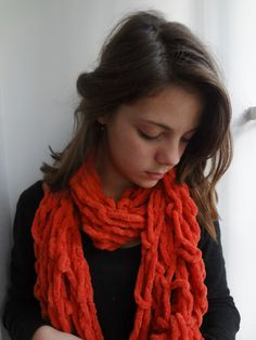Little Treasures: Arm knitting - Orange scarf