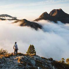 First light over Cradle Mountain captured as the morning fog rolls in, NW Tasmania (Pic: Taswegianwanderer/IG)  www.parkmyvan.com.au #ParkMyVan #Australia #Travel #RoadTrip #Backpacking #VanHire #CaravanHire