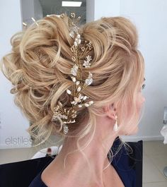Beautiful messy updo wedding hairstyle perfect for any wedding venue - This stunning wedding hairstyle for long hair is perfect for wedding day,wedding hair #MessyHairstylesUpdo