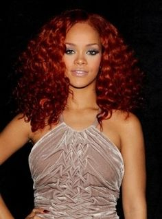 """Rihanna hit the """"American Idol"""" stage on April 2011 sporting an edgy curly hairstyle. With her red locks full of bouncy curls, the Barbadian singer-songwriter fashioned the perfect red-carpet hairstyle to pair with her rose velvet halter gown. Rihanna Red Hair, Rihanna Red Carpet, Red Carpet Hair, Rihanna Style, Curly Weave Hairstyles, Pretty Hairstyles, Red Hairstyles, Curly Mohawk, Moda Rihanna"""