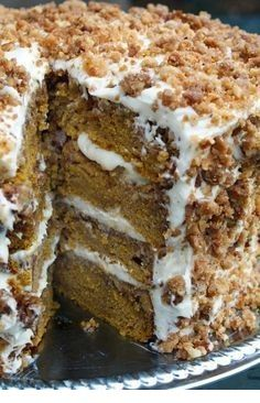 pumpkin crunch cake with cream cheese frosting The perfect dessert recipe for your holiday / Thanksgiving table.Great pumpkin crunch cake with cream cheese frosting The perfect dessert recipe for your holiday / Thanksgiving table. Brownie Desserts, Mini Desserts, Fall Desserts, Just Desserts, Delicious Desserts, Healthy Pumpkin Desserts, Fall Dessert Recipes, Cupcake Recipes, Best Thanksgiving Recipes