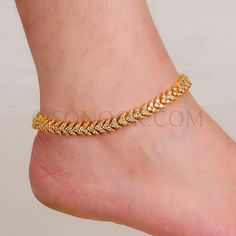 is the house of men, women and kids fashion Payal Designs Silver, Silver Anklets Designs, Gold Mangalsutra Designs, Anklet Designs, Jewelry Design Earrings, Gold Earrings Designs, Necklace Designs, Jewellery, Ankle Jewelry