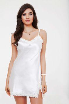 Pretty, Simple and elegant. Lingerie Vintage, Wedding Lingerie, Women Lingerie, Silk Chemise, Beautiful Bridesmaid Dresses, Lingerie Collection, Beautiful Lingerie, Babydoll Dress, Satin Dresses