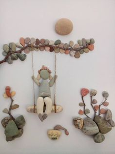 Wall decorations made of pebbles. - Wall decorations made of pebbles. Art of stones made using imagination. Stone Crafts, Rock Crafts, Diy And Crafts, Arts And Crafts, Art Crafts, Diy Art, Caillou Roche, Art Rupestre, Art Pierre