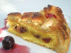 TORTA DELIZIA- Morbido #pandispagna con crema di #mandorle, ricoperta da #pastadimandorle