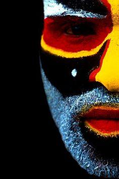 Papua New Guinea, Half Face Close Up; photograph by Eric Lafforgue. Mount Hagen, Papua New Guinea Eric Lafforgue, We Are The World, People Around The World, Papua Nova Guiné, Tableaux Vivants, Foto Portrait, Tribal Face, Art Premier, Wow Art