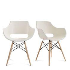 """Une vraie bombe néoclassique cette chaise design SKOLL par Drawer! Son piètement en hêtre massif et métal est un clin d'oeil aux icônes mises au point par les grands designers de mobilier des années 50 et sa coque est d'un grand confort.  Un cocktail très convaincant d'autant que le prix de cette chaise est incroyablement """"design for all""""... Merci Drawer ;) !!!"""