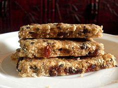 Healthy Breakfast Bars @ http://treatntrick.blogspot.com