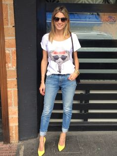 Helena Bordon - t-shirt, jeans, yellow pumps