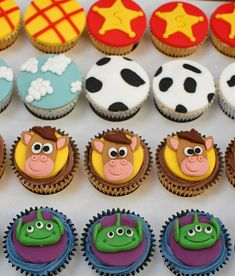 I hope you enjoy these amazing TOY STORY CUPCAKE ideas. You will find image sources b. Fête Toy Story, Jesse Toy Story, Bolo Toy Story, Toy Story Food, Toy Story Theme, Toy Story Alien, Toy Story Party, Toy Story Cake Toppers, Toy Story Cupcakes