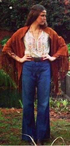 Love that thing draped around her shoulders. Hippie #PembertonFest// http://pembertonmusicfestival.com