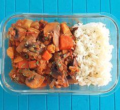 Lentilhas estufadas!!! Quem é fã?  É só fazer um estufado de tomate com as lentilhas (demolhadas) cenoura cogumelos e um pouquinho de couve-flor e pimento. Depois acompanhar com arroz.  Cá em casa adoramos!