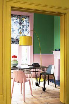 bold color wall living room decor #livingroom
