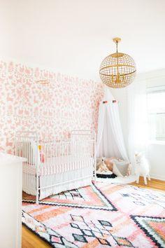 68 Ideas for baby girl nursery wallpaper white cribs Gold Nursery, Baby Nursery Neutral, Chic Nursery, Nursery Room, Nursery Decor, Bedroom Decor, Project Nursery, Nursery Ideas, Baby Girl Nursery Wallpaper
