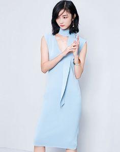 Blue Sleeveless V-neck Midi Sheath Dress