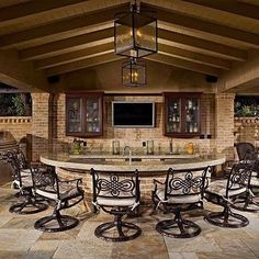 Best Outdoor Kitchen Bar Ideas An outdoor kitchen will make your home the life of the party with your friends or family. Use our design ideas from the selection of Best Outdoor Kitchen Bar Ideas. Outdoor Kitchen Patio, Outdoor Kitchen Design, Outdoor Decor, Outdoor Kitchens, Outdoor Bar Stools, Piscina Interior, Outdoor Living Rooms, Backyard Patio Designs, Bars For Home