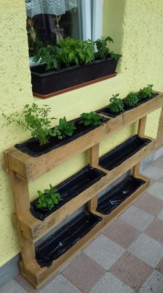 44 Pallet Planter Ideas For Your Balcony Garden - Balcony Decoration Ideas in Every Unique Detail Balcony Garden, Indoor Garden, Indoor Plants, Outdoor Gardens, Garden Planters, Diy Planters, Rustic Gardens, Flower Planters, Vertical Garden Design