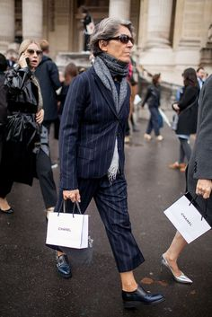 relaxed prep, maybe some artsy - Paris Fashion Week Street Style Photos Spring 2016 60 Fashion, Fashion Week 2016, Mature Fashion, Over 50 Womens Fashion, Milan Fashion Weeks, Fashion Photo, Fashion News, Paris Fashion, Fashion Trends