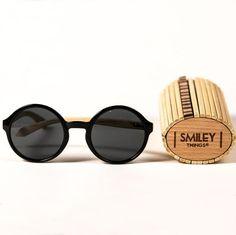03b8b323bda Gafas de sol estilo retro con montura redonda negra y patillas de madera de  Bambú.