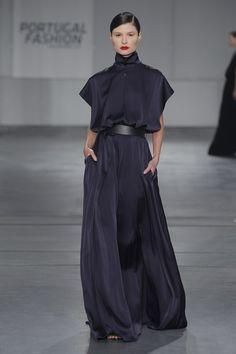 A creation from Portuguese designer DIOGO MIRANDA. #DIOGOMIRANDA #worldwidecouture #wwc #fashion #couture #fashiondesigner #hautecouture www.worldwidecout... www.diogomiranda.net