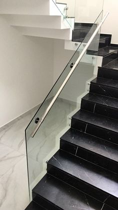 Stair railing ideas - A full directory of interior stair railing ideas, the correct component to utilize according to your stairs Staircase Glass Design, Wooden Staircase Railing, Staircase Design Modern, Black Stair Railing, Interior Stair Railing, Home Stairs Design, Stair Railing Design, Modern Stairs, Railing Ideas