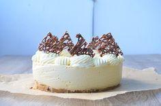 White chocolate and caramel cheesecake Finnish Recipes, Caramel Cheesecake, Yummy Cakes, No Bake Cake, I Foods, My Recipes, Cake Decorating, Sweet Tooth, Deserts