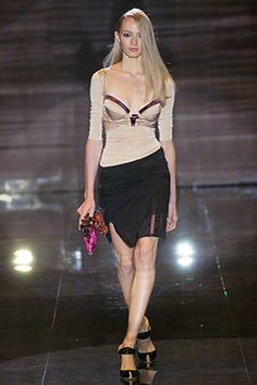 See the complete Gucci Spring 2005 Ready-to-Wear collection.