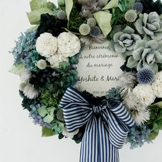 This lovely wreath just makes me smile Fall Door Decorations, Flower Decorations, Dried Flower Arrangements, How To Preserve Flowers, Flower Boxes, Green Flowers, Summer Wreath, E Design, Artificial Flowers