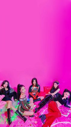 Korean Wallpaper Iphone, Live Wallpaper Iphone, Wallpaper Lockscreen, Kpop Girl Groups, Korean Girl Groups, Kpop Girls, We Bare Bears Wallpapers, Cute Wallpapers, K Pop