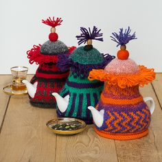Tibetan butter tea — po cha — is an acquired taste, since it is salty rather than sweet, and has a completely unexpected flavor. Tea Cosy Knitting Pattern, Free Knitting, Knitting Patterns, Finger Knitting, Scarf Patterns, Knitted Tea Cosies, Bazaar Ideas, Yarn Thread, Tea Cozy