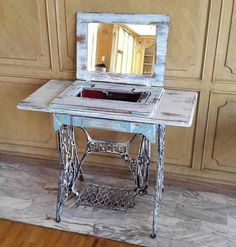 Decoration from old sewing machine - Esirgeme Furniture Update, Space Saving Furniture, Furniture Makeover, Sewing Machine Tables, Antique Sewing Machines, Upcycled Furniture, Painted Furniture, Singer Sewing Tables, Fixer Upper Decor